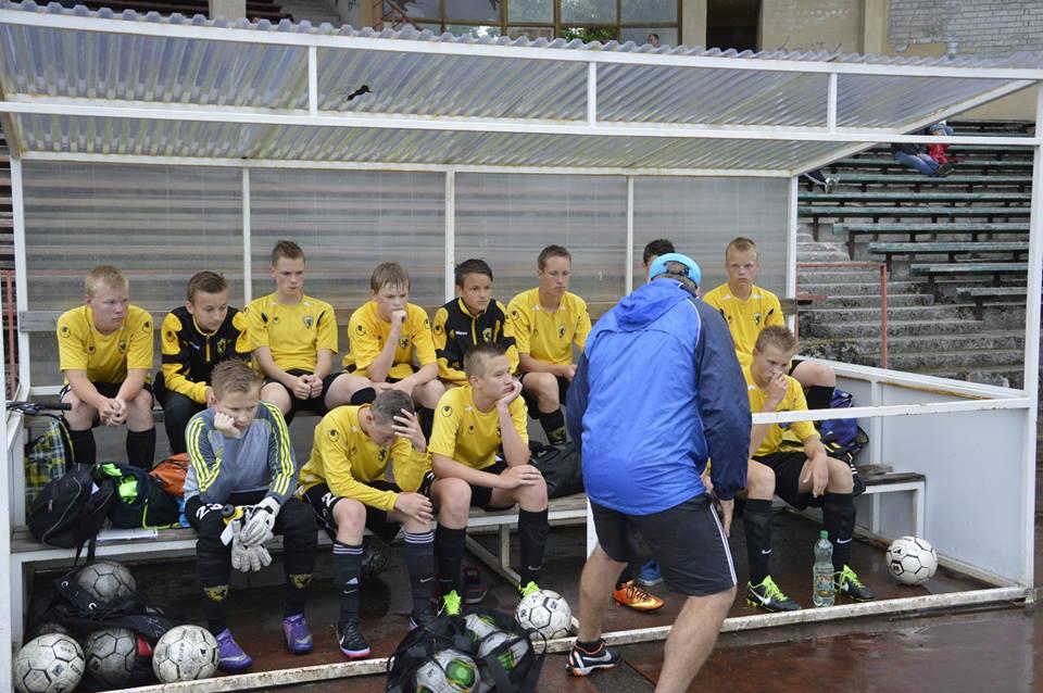 99 poiste esimene mäng lõppes kaotusega