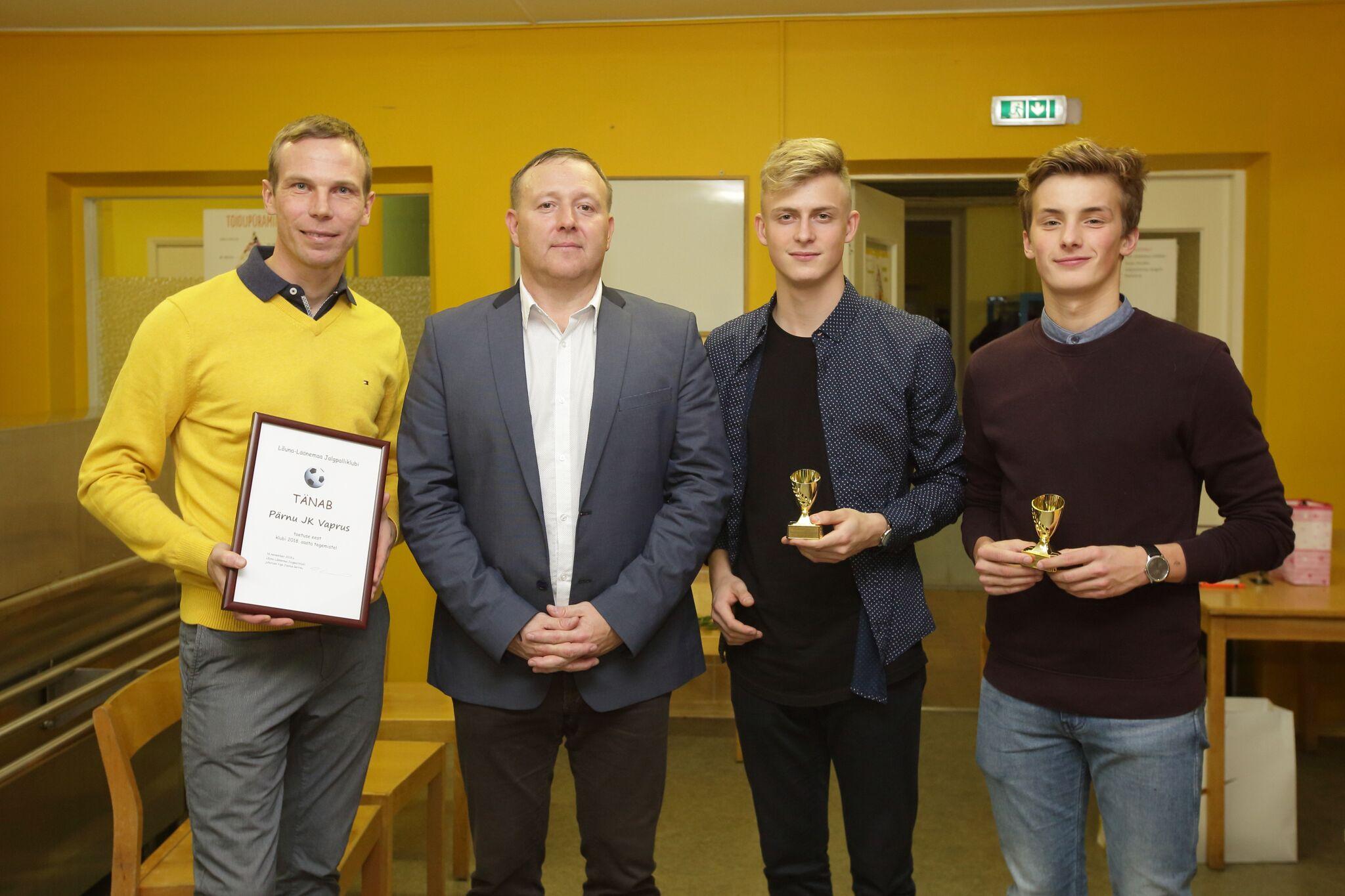 Pärnu Vaprus sai tänukirja Lõuna-Läänemaa jalgpalliklubilt
